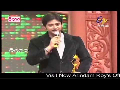 Video Ollywood Supertstar Arindam Roy Receiving Best Actor Award In 4th E TV CINE AWARD 2013 FUNCTION download in MP3, 3GP, MP4, WEBM, AVI, FLV January 2017
