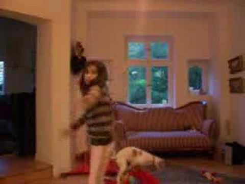 Собачка отжигает (video)