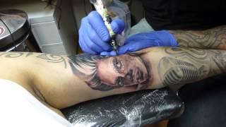 Mauritz tattoos a girl sugarskull