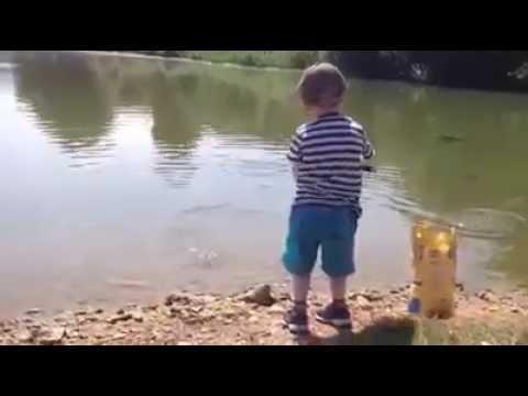 видео про ярославу как она ловит крабов