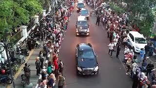 Download Video Ketatnya Pengawalan Presiden Jokowi di Karnaval Kemerdekaan Bandung MP3 3GP MP4