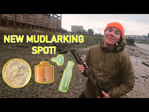 Mudlarking - Beautiful finds at a Victorian dump site!
