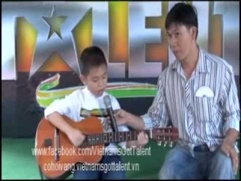 Cậu bé vừa đàn vừa hát - VietNam's Got Talent.wmv