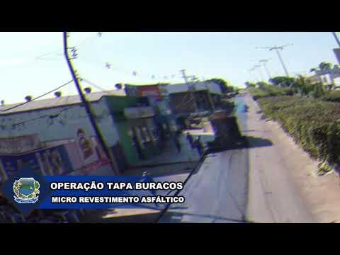 A Prefeitura Municipal de Apiacás vem realizando a obra de micro revestimento asfáltico na avenida