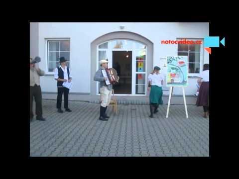 Vystoupení hudební skupiny na pouti v Praze Uhříněvsi