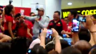 Video Aaron Aziz nyanyi lagu Ombak Rindu MP3, 3GP, MP4, WEBM, AVI, FLV Agustus 2018