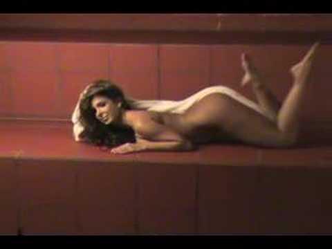 Mayra Verónica casi desnuda