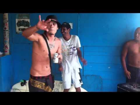 Biancucci tripeando en Cuyagua con un MC local