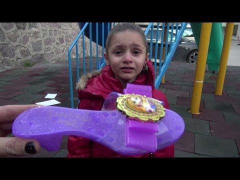 Lİna Salıncakta Sallanırken Topuklu Terliği Uçtu Kayboldu Lina Çok Ağladı  Sonra Bulduk