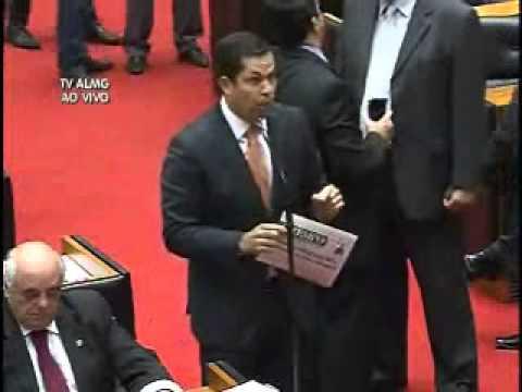 João Vítor Xavier critica cortes do Governo Federal para obras em MG