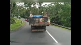 Video Kecelakaan Sedan Merah tabrak truk 17Des2016,Pringsurat Jalur Ambarawa Magelang MP3, 3GP, MP4, WEBM, AVI, FLV September 2018