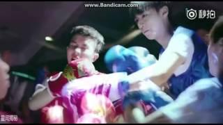 [Cut] Vương Tuấn Khải( Ô Đồng ) Đánh Boxing với đối thủ - Boy Hood.Dám đánh VTK nhà ta TBG đâu sử nó . bật tốc độ chậm xem kĩ từng động tác của VTK khi đánh nhau.
