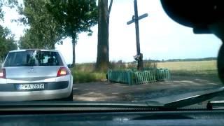Idiota w BMW masakruje fiata punto na podwójnej ciągłej…