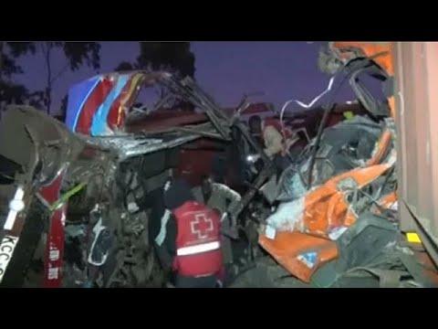 Πολύνεκρο δυστύχημα – Σύγκρουση λεωφορείου με φορτηγό