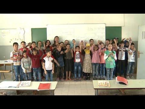 العرب اليوم - شاهد: برامج مكثفة لدمج أطفال اللاجئين السوريين في المناهج التربوية اللبنانية