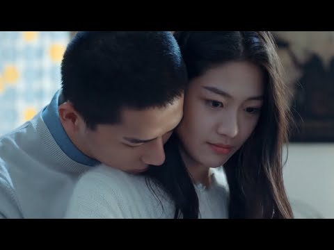 Sweet back hug! He was touched by what she did for him!  | Forever Love 百岁之好,一言为定