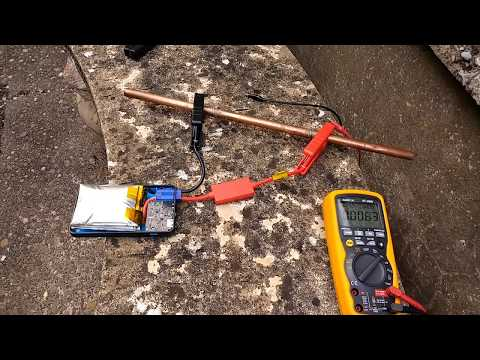 Shorting out a lithium jump starter.  (Part of a larger video.) (видео)