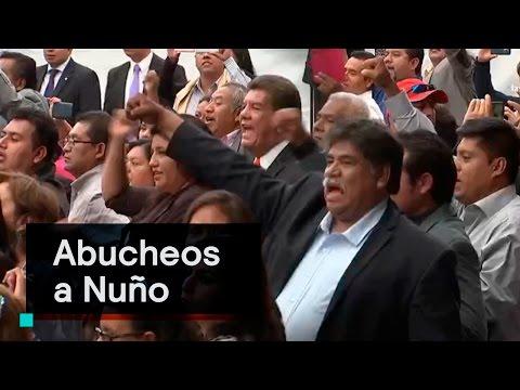 Maestros del SNTE abuchean a Aurelio Nuño