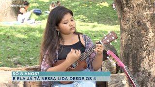 Em Bauru, menina de 8 anos aprendeu tocar violão sozinha aos 4 anos