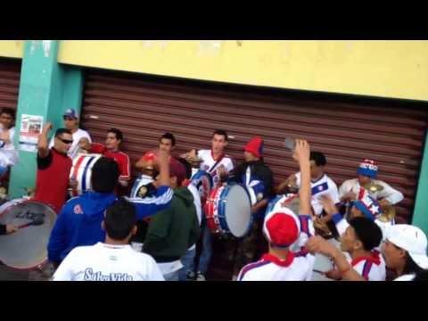 Previa de la Ultra Fiel en la cancha de Real España, SPS. - La Ultra Fiel - Club Deportivo Olimpia
