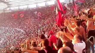 Torcida do Flamengo dando show nas arquibancadas do Maracanã.