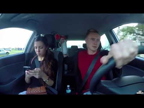 Przestań się gapić w ten ekran! Mocna kara dla dziewczyny uzależnionej od telefonu!