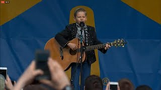 Video 11-Year-Old Walmart Yodeler Gets Concert Performance MP3, 3GP, MP4, WEBM, AVI, FLV April 2018