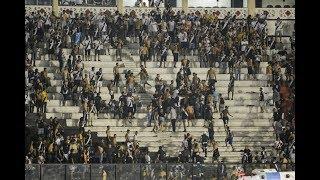 Vasco perde para o Corinthians em São Januário e depois do fim da partida torcedores brigam e começou uma grande confusão na arquibancada. Policiais jogaram spray de pimenta e teve muita correria. Confusão ainda se deslocou para os corredores do estádio.