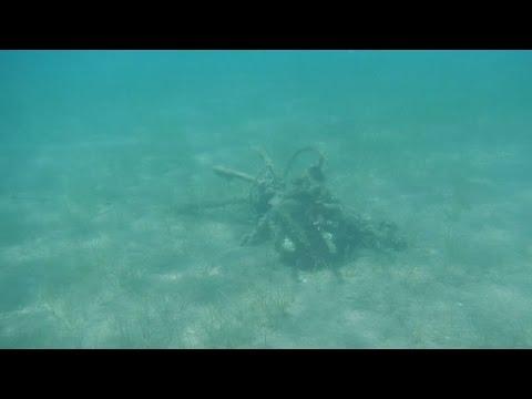 Αυτοσχέδια αγκυροβόλια στο βυθό της παραλίας Καραθώνα