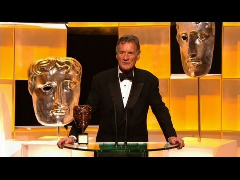 Palin - More about this programme: http://www.bbc.co.uk/programmes/b01sjsq8 Terry Jones presents the Bafta fellowship to Michael Palin.