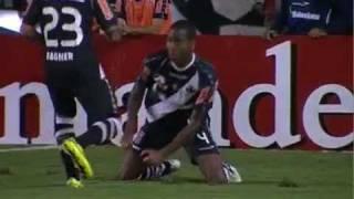 Gol da virada cruzamento o gol do vasco Dedé marca para o Vasco