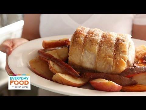 Video Recipe: Easy Pork Roast Loin with Roasted Apples and Sweet Potatoes – Sarah Carey