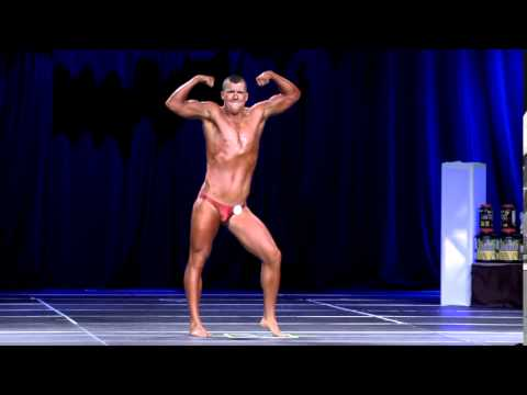 Most entertaining bodybuilding posing routine EVER