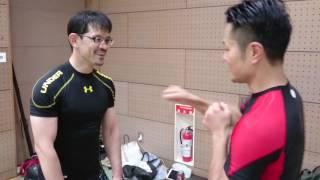 "Тренировка Окинава кэмпо в Японии:отработка удара ""цки"""