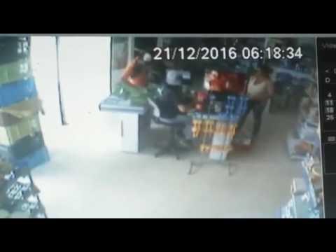 Video: Homem da faca assalta mais uma vez em Cuite