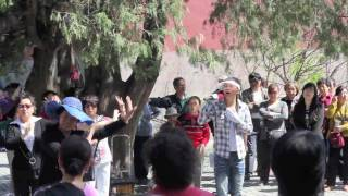 Dance and games at the Temple of Heaven 天坛