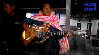 Keren Banget !!! Mainkan Gitar dan Nyanyiin lagu syahdu Roma Irama