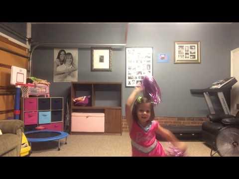 padre e figlia ballano insieme