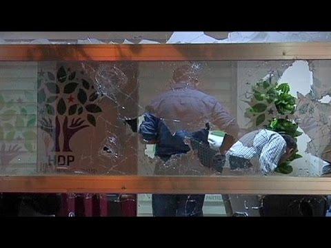 Άγκυρα: Επίθεση στα κεντρικά γραφεία του φιλοκουρδικού κόμματος