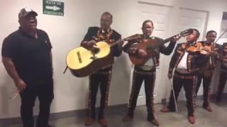 Download Lagu No llega el Olvido - Chuy Lizarraga con mariachi Mp3