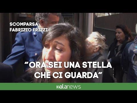 """Frizzi, le lacrime della Aureli: """"Ciao Fabrizio, ora sei una stella"""""""