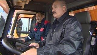 Лукашенко лично протестировал новинку БелАЗа -- самый большой самосвал в мире