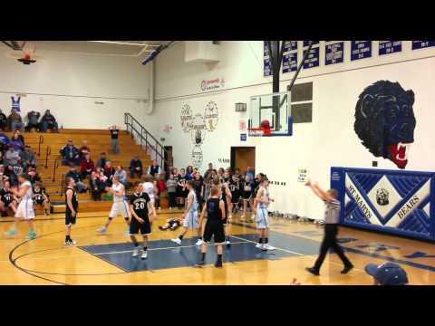 籃球比賽的最後一秒,竟然發生這種悲劇,小選手都哭了!