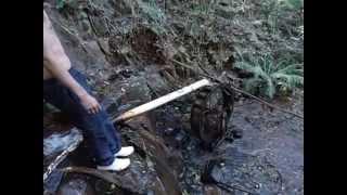Tipo no meio do mato tinha um objeto se movendo, investigamos e o inesperado apareceu... uma roda dágua. Confira essa aventura