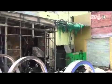 TP HCM: Cháy chi nhánh ngân hàng, thiêu rụi 2 cây ATM và 7 xe máy