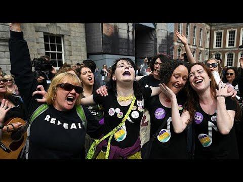 Ιρλανδία: Ιστορικό «Ναι» στο δικαίωμα των γυναικών στις αμβλώσεις…