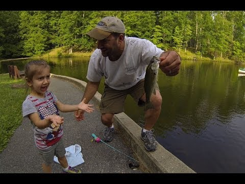 KIDS FISHING (FISHING WITH DAD) BLUEGILL & BASS!