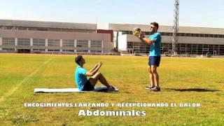 Abdominales superiores e inferiores con lanzamiento/recepción