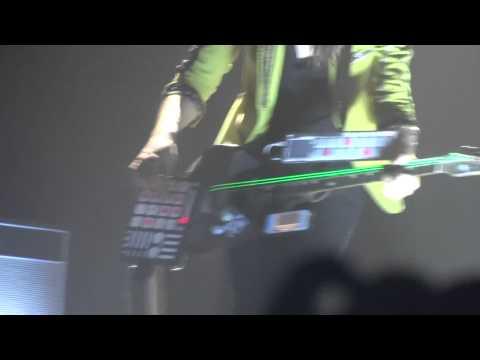 Matthieu Chedid - Brad Thomas Ackley - Solo Basstar
