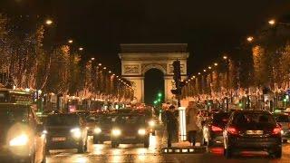 Noël approche, les Champs-Elysées s'illuminent